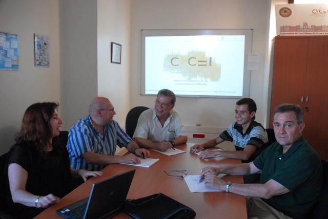 Grupo de trabajo durante la presentación de los condicionales del CICEI