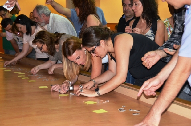 Intentando hacer Networking a través de puzzles. Foto by A. Fidalgo.